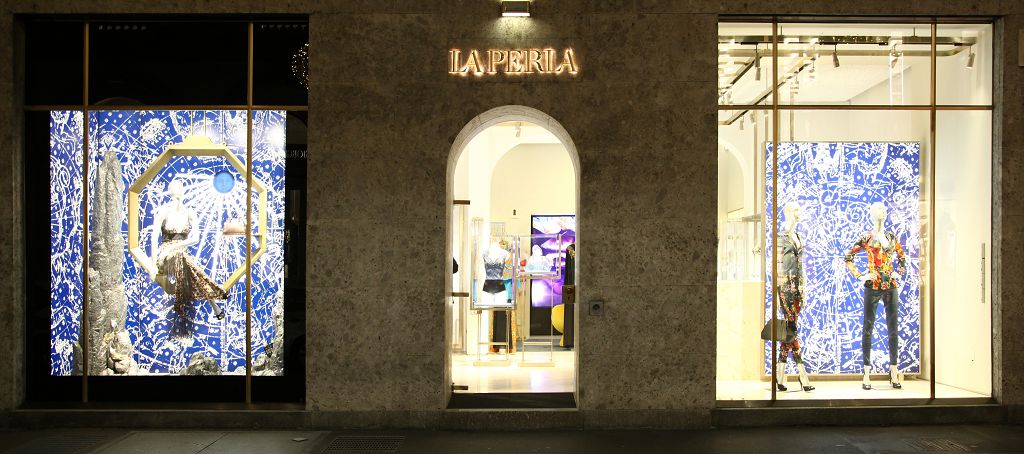20175la_perla_windows_display.jpg