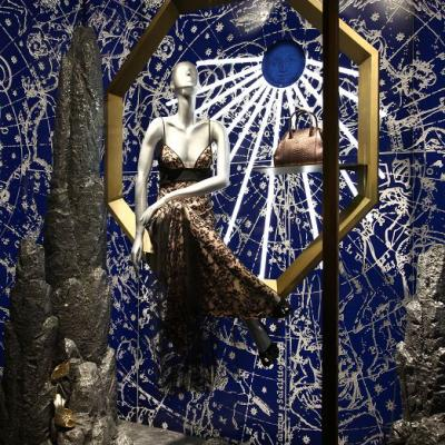 20177la Perla Windows Display